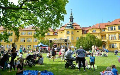 První ročník benefičního hudebního festivalu NaPleš!Fest měl úspěch